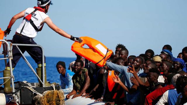 Guarda costeira líbia resgatou 156 pessoas após naufrágio