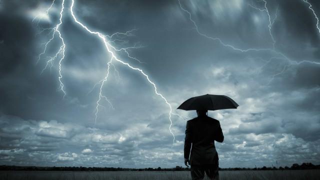 Há um alerta para tempestade a circular na internet. Não entre em pânico