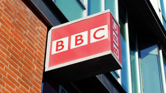 Capacete de Pessa exposto em Londres para recordar serviço da BBC