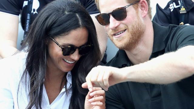 Fotos oficiais do noivado de Harry e Meghan 'derretem' fãs do casal