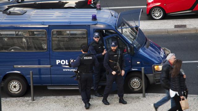 Carrinha da PSP apedrejada em Loures
