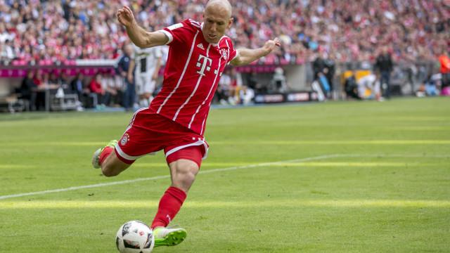 """Robben 'atira-se' ao PSG: """"O dinheiro não marca golos"""""""