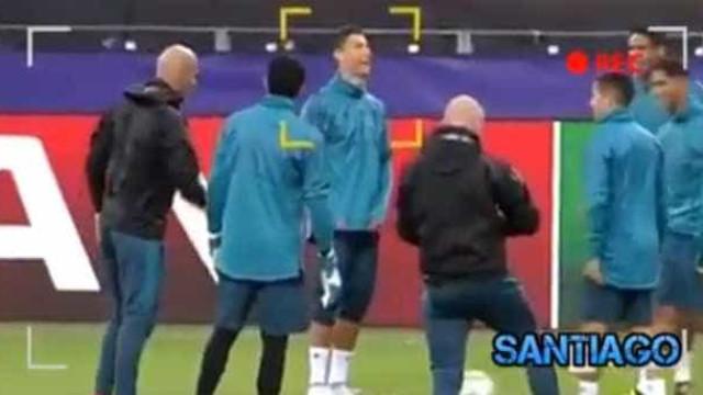 Imagens pouco habituais: Cristiano Ronaldo e Zidane... à 'rabia'