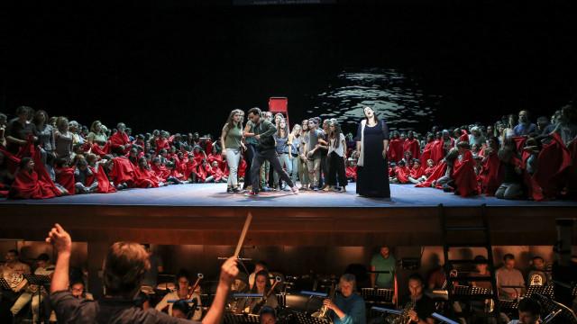 """Ópera 'O Monstro no Labirinto' faz """"uma afirmação pela democracia"""""""