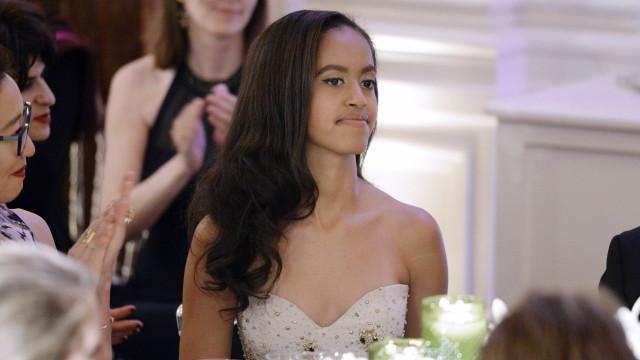 Malia Obama 'apanhada' a passear com o namorado