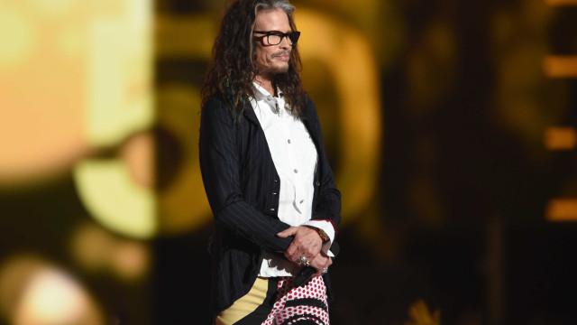 Steven Tyler dos Aerosmith cancela concertos por motivos de doença