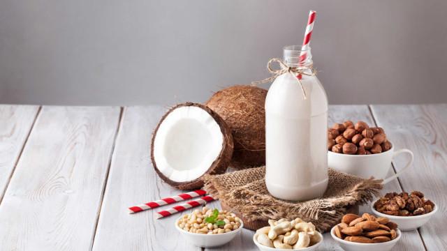 O perigo de beber apenas leites vegetais