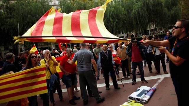 Cerca de 2.000 pessoas manifestaram-se em Barcelona por uma Espanha unida