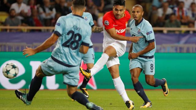 Derrota com o FC Porto leva Falcao a reagir nas redes sociais