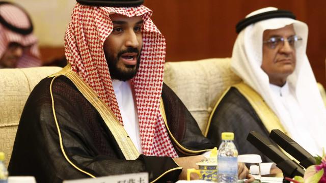 Arábia Saudita convida à última hora príncipe do Bahrein para fórum