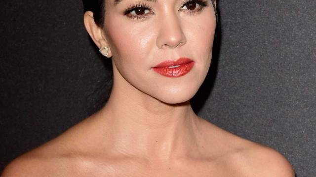 Kourtney Kardashian chama a atenção com look inspirado em Mona Lisa