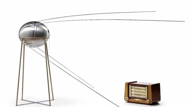 Protótipo do primeiro satélite artificial da Terra vendido em leilão