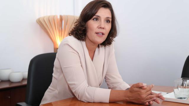 """Cristas compara PSD a """"partido da colaboração"""" com Costa e ataca Aliança"""