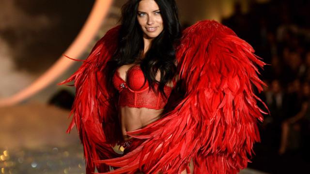 Adriana Lima revela quando deixará de desfilar para a Victoria's Secret