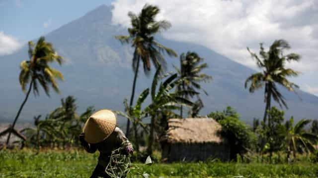 Vulcão em erupção em Bali obrigou ao cancelamento de voos