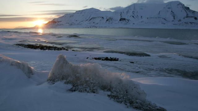 Cientistas enterram 'cápsula do tempo' num fiorde