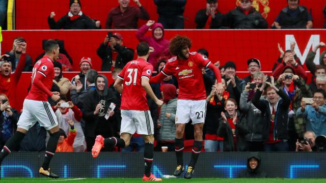 Manchester United goleia e pressiona Manchester City