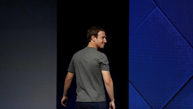 """Zuckerberg pede desculpa por ter """"dividido as pessoas em vez de as unir"""""""