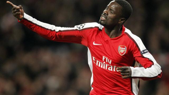 Emmanuel Eboue, ex-jogador do Arsenal, detido em Londres
