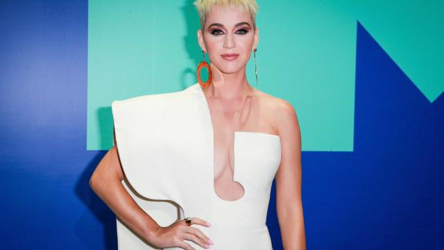 """Katy Perry gera polémica nas redes sociais: """"Que mulher tão idiota"""""""