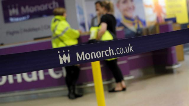 Passageiros da Monarch regressam ao Reino Unido em voos fretados