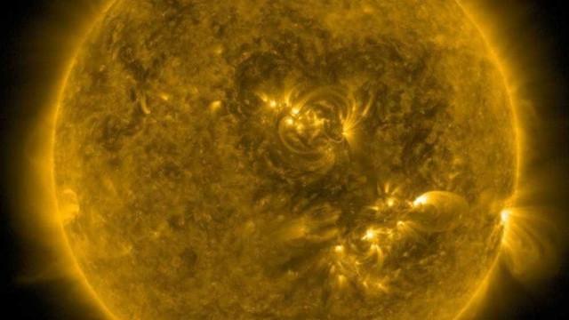 Figura parecida com um coração surge na superfície do sol