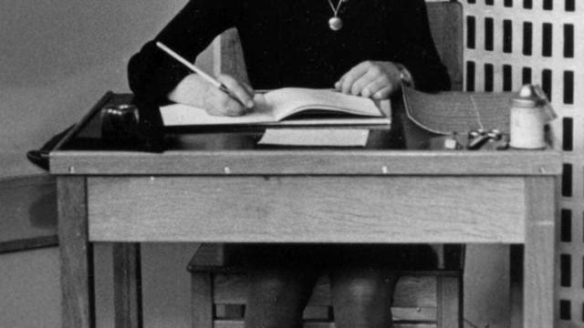 Ex-agente do FBI quer descobrir quem traiu Anne Frank