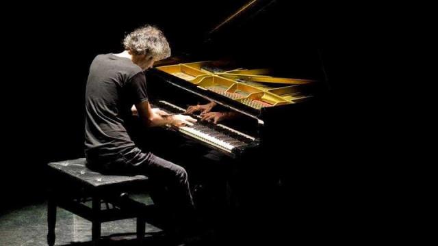'Instrumental' do pianista James Rhodes chega esta semana às livrarias