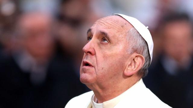 """Papa orou à Virgem e afirmou que Roma se resignou à """"degradação"""""""