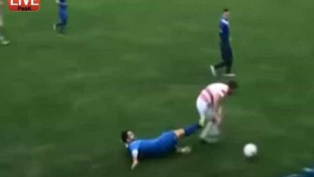 Depois desta entrada, jogador bósnio ficou sem um testículo