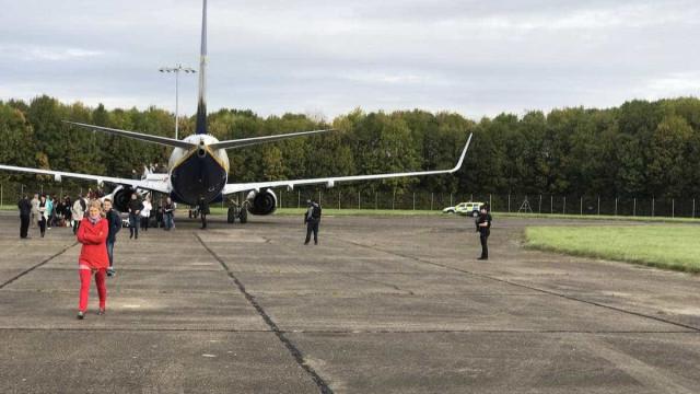 Avião da Ryanair escoltado por jatos da RAF até aeroporto de Londres