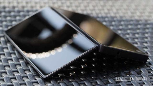 Smartphones dobráveis preparam-se para 'invadir' o mercado