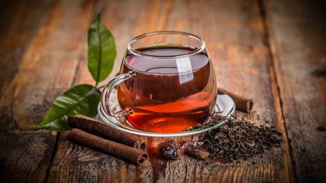 O chá preto e verde pode alterar o microbioma ajudando a emagrecer