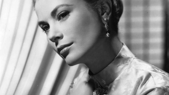 Grace Kelly usou outro vestido de casamento (e quase ninguém o viu)