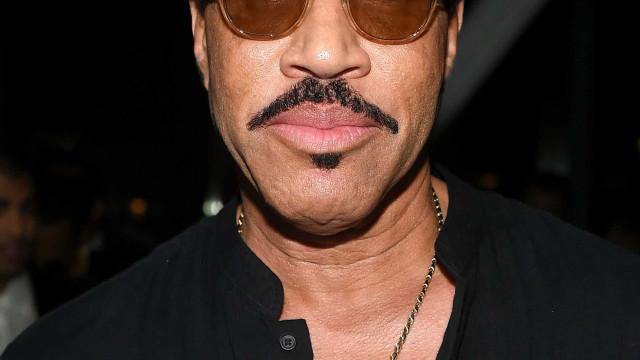 """Lionel Richie """"apavorado"""" com namoro da filha com Scott Disick"""