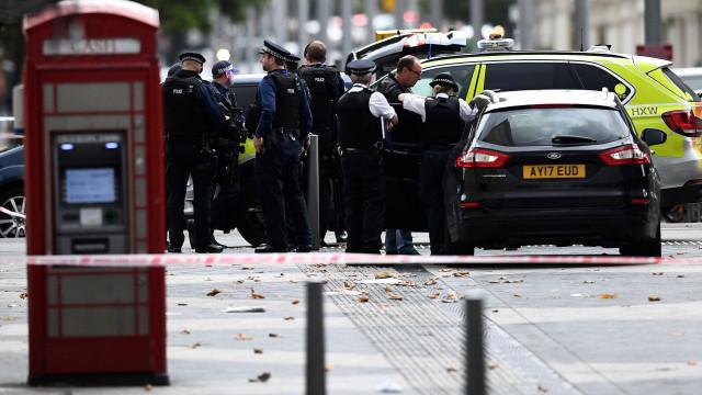 Vídeo mostra detenção do homem que atropelou diversas pessoas em Londres
