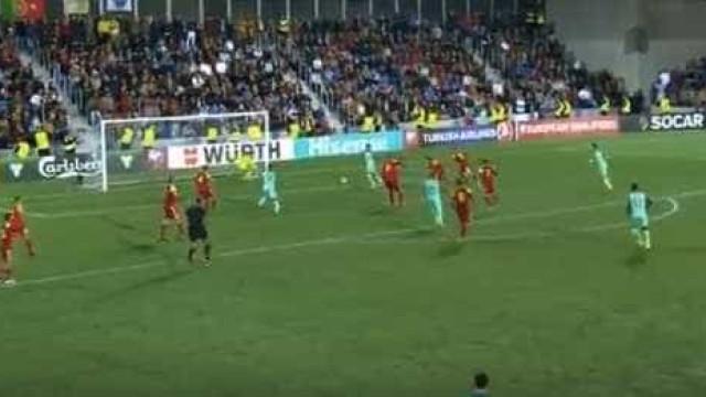 João Mário cruzou, um adversário 'assistiu' e Ronaldo fez o golo