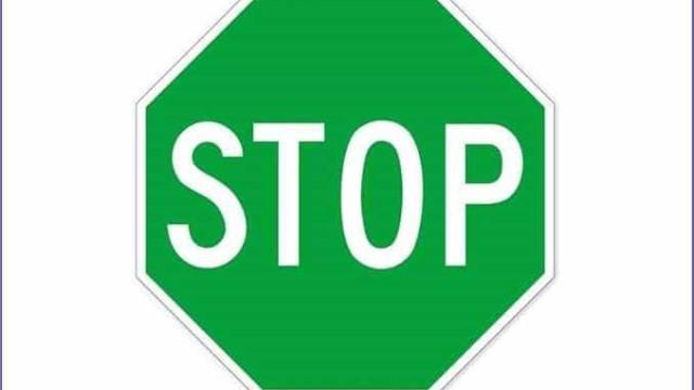 """""""Daltónico? Stop é para parar"""". Conselho de polícia"""