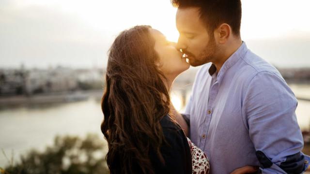 Franco-argelino  e namorada condenados por se beijarem em público