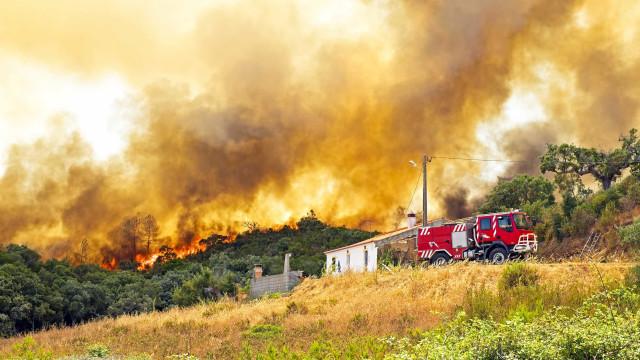 Posto de combustível está a arder em Castelo de Paiva