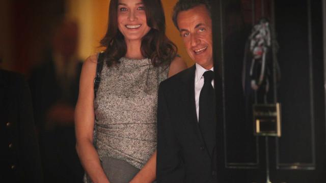 """Carla Bruni: """"O Nicolas salvou-me de ser alcoólica. Ele nunca bebe"""""""