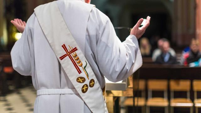 Ex-reitor de seminário que forma sacerdotes confessa ter dois filhos