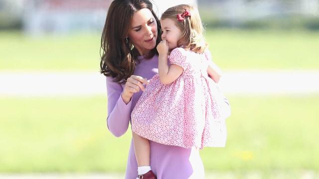 Princesa Charlotte frequenta aulas de ténis
