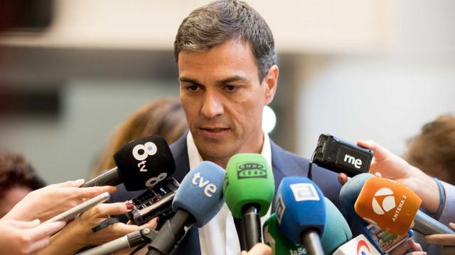 """""""Rotundamente falso"""". Pedro Sánchez nega plágio de tese de doutoramento"""