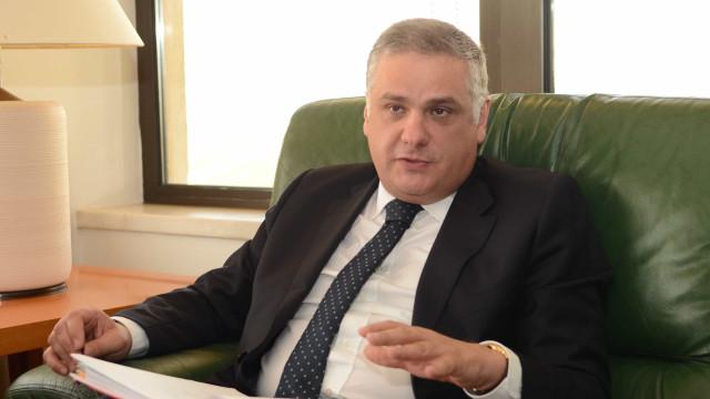 Secretário da Energia ironiza sobre acusação de estar nas mãos do Bloco