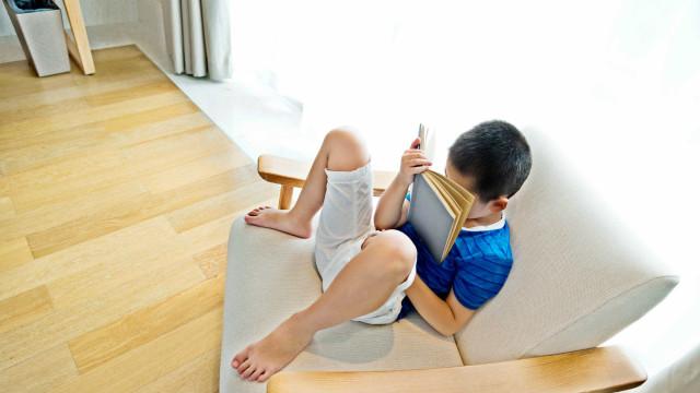 Saiba como identificar e corrigir a má postura das crianças