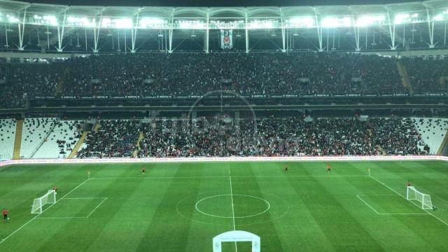 Turcos assistem em massa à final europeia de futebol para amputados