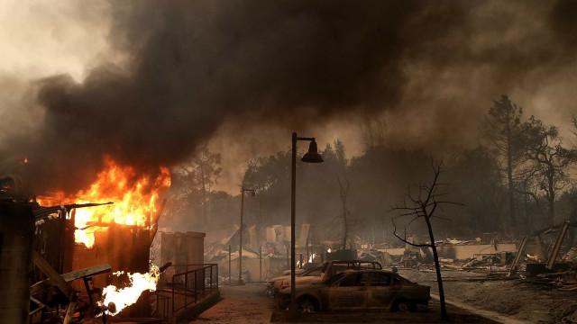 Contam-se sete mil edifícios destruídos pelos incêndios na Califórnia