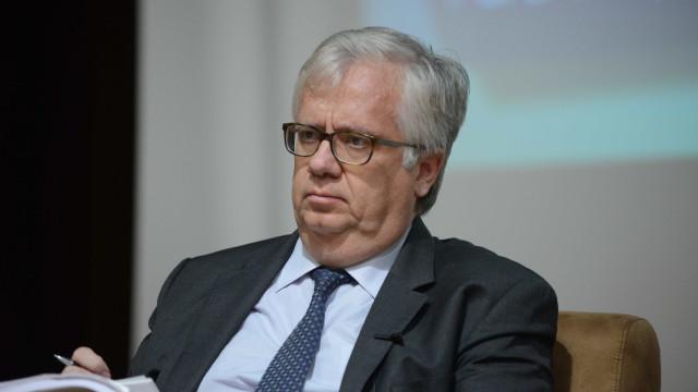 """Ministro garante que fogo """"está estabilizado"""" e nega falha de coordenação"""