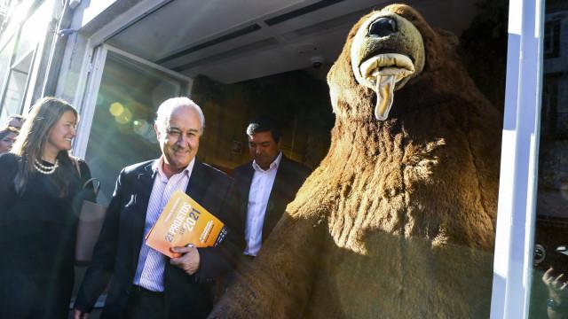 Críticas ao sistema no discurso de Rio, que quer entendimentos ao centro